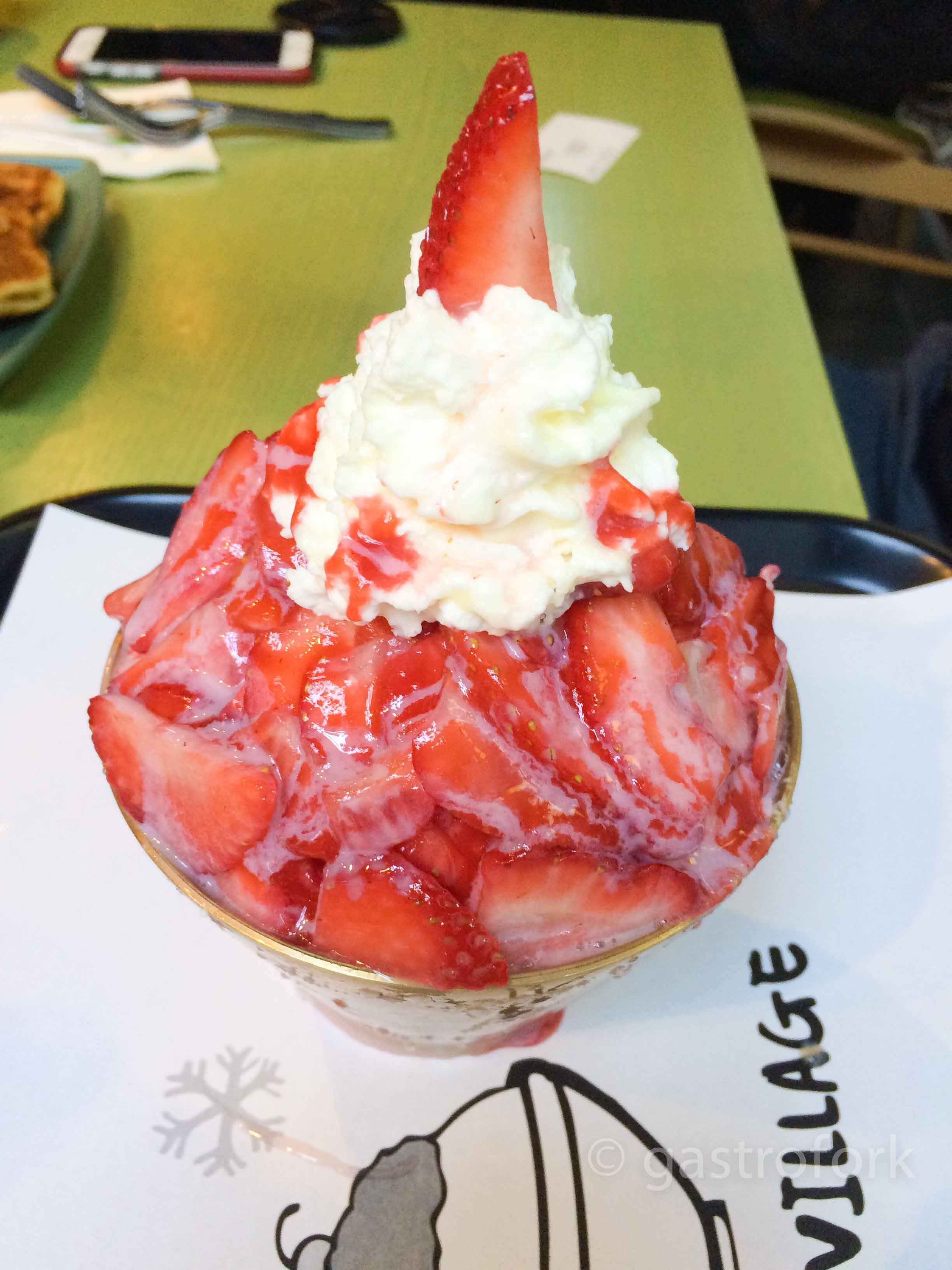 snowy village strawberry bingsoo