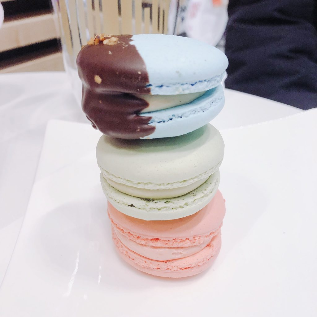 foret noire patisserie macarons