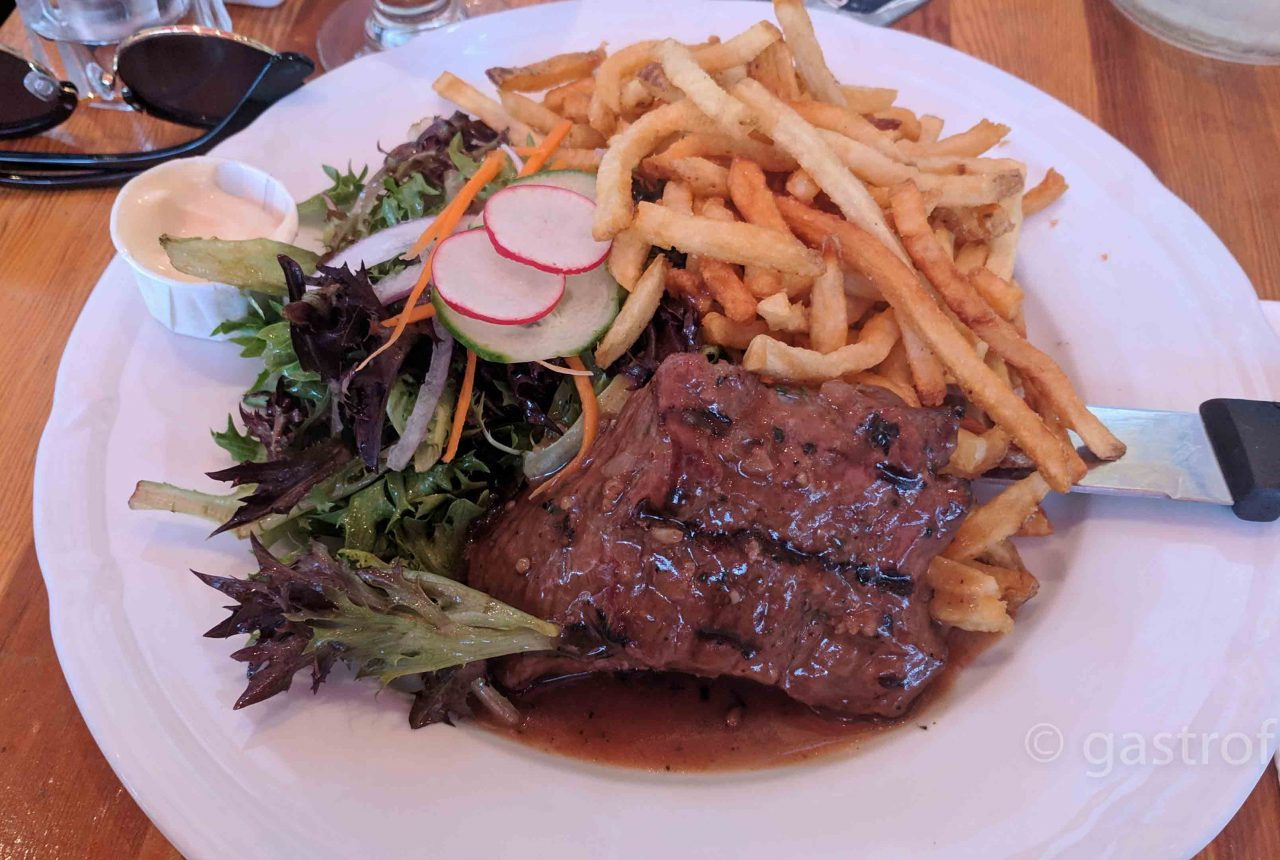 Café Salade de Fruits steak frites